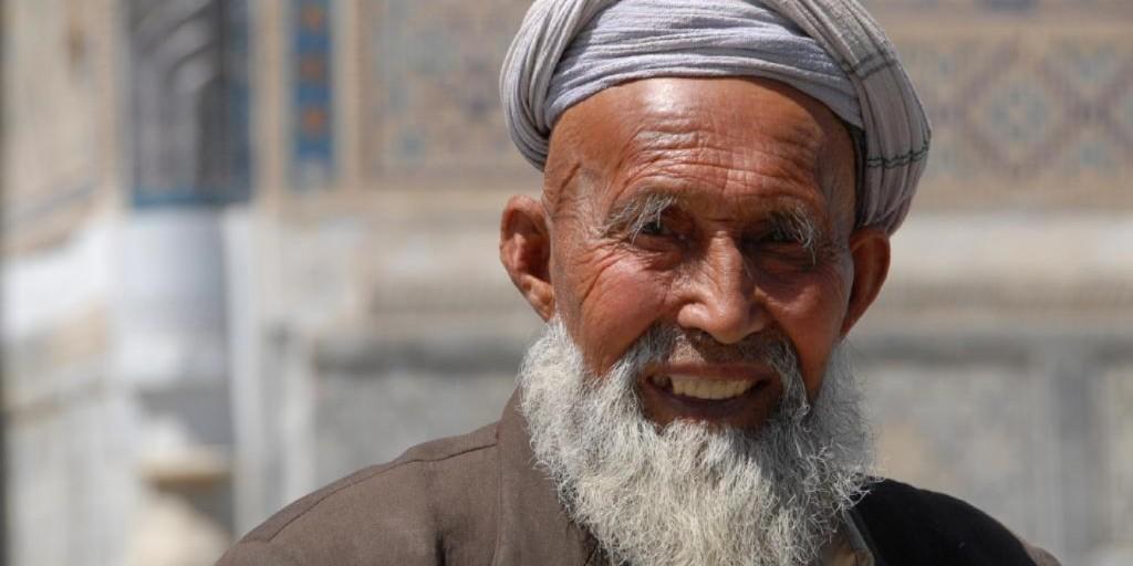 An older Uzbek man with a white beard wearing a turban.