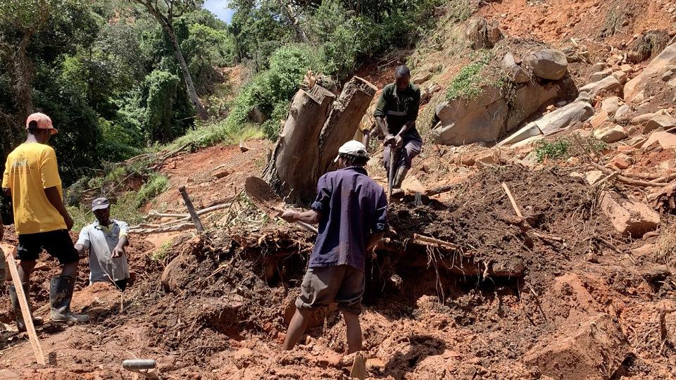 people digging for survivors